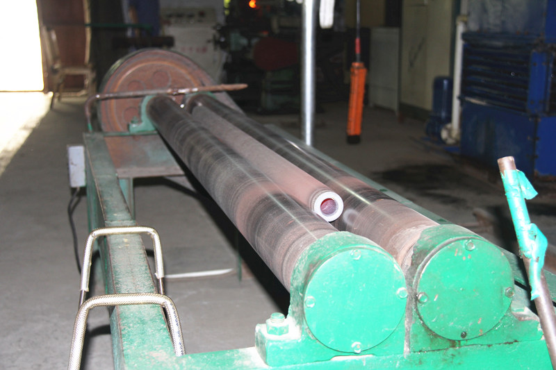 downhole rod pump straightening